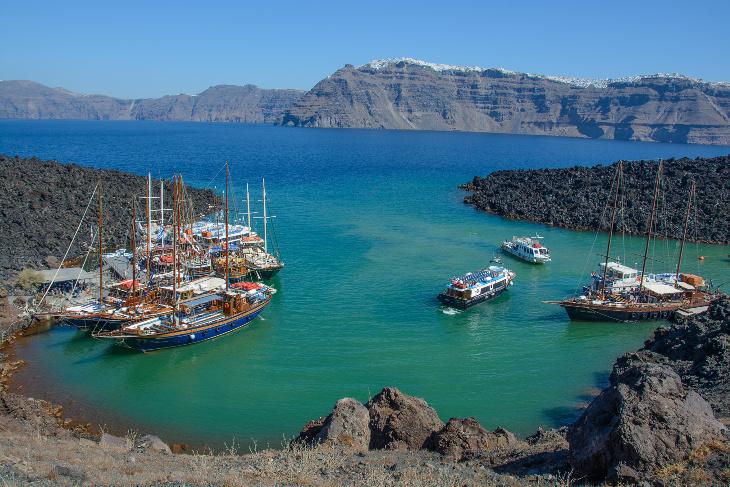 Ausflugsboothafen auf Nea Kameni